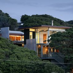 Peached in the hills near Piha, this modern home stand stong and unique.