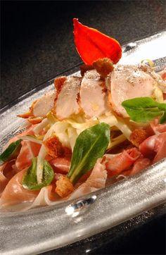 Salade van kipfilet met witloof, appeltjes en gedroogde ham