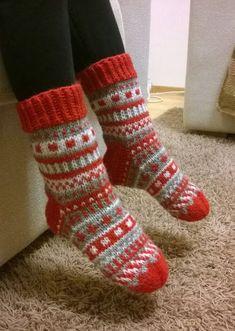 Mukaillut Anelmaiset, Ei Nauhoja Eikä Ku - Diy Crafts - maallure Diy Crafts Knitting, Diy Crochet And Knitting, Knitting Stiches, Knitted Slippers, Wool Socks, Crochet Slippers, Knitting Socks, Baby Knitting, Knitting Patterns