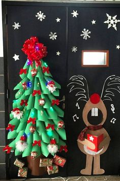 I love all these classroom bulletin board ideas for Christmas, but this school classroom door Christmas decorating idea is ADORABLE! I love all these classroom bulletin board ideas for Christmas, but this school classroom door Chris Christmas Board Decoration, Christmas Bulletin Boards, Holiday Door Decorations, Christmas Classroom Door, School Door Decorations, Classroom Bulletin Boards, Diy Christmas Ornaments, Simple Christmas, Christmas Themes
