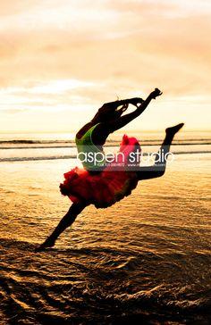 beach senior pictures, dance senior pictures #dancer #danceseniorpictures #dancepictures #seniorpicturesdance