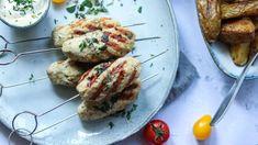 Kuřecí kebab spečenými bramborami ačesnekovo-pažitkovým dipem Tzatziki, Pesto, Baked Potato, Dip, Potatoes, Beef, Baking, Ethnic Recipes, Food
