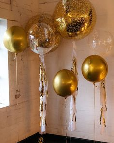 Metallic romance Featuring solid gold orbs balloons, giant confetti and tassle balloons, and a feather stuffed bubbles with tassles Tassle Balloons, Metallic Balloons, Bubble Balloons, Giant Balloons, Gold Balloons, Bubbles, Grad Party Decorations, Balloon Decorations, Graduation Desserts