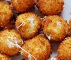 Awesome Cheesy Mozzarella Balls