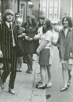1966 - Could this be Brian Jones of the Rolling Stones? The Rolling Stones, Brian Jones Rolling Stones, Bianca Jagger, Mick Jagger, Anita Pallenberg, Patti Hansen, L'wren Scott, Keith Richards, Dandy