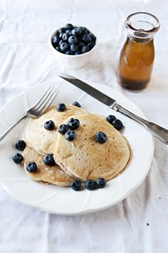 lemOn pancakes with vanilla bean syrup
