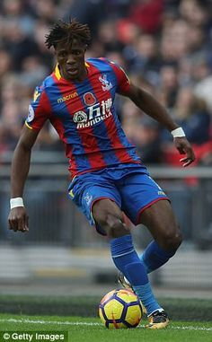 Arsenal are considering a move for Crystal Palace attacker Wilfried Zaha as they attempt to line up a replacement for Alexis Sanchez, who looks set to leave in January. Crystal Palace Fc, Fc Bayern Munich, English Premier League, Lineup, Arsenal, Red And Blue, Costa, Football, App