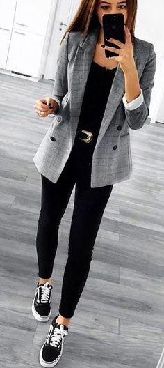 casual outfits for work / casual outfits ; casual outfits for winter ; casual outfits for women ; casual outfits for work ; casual outfits for school ; Look Blazer, Grey Blazer Outfit, Plaid Blazer, Vans Outfit, Black Pants Outfit, Sneakers Outfit Work, Blazer Fashion, Tennis Shoes Outfit, Black Trainers Outfit