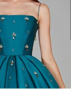 Vestidos lindos Vestidos lindos Un abito (noto an. Elegant Dresses, Pretty Dresses, Beautiful Dresses, Gorgeous Dress, Stylish Dresses, Grad Dresses, Ball Dresses, Ball Gowns, Prom Party Dresses
