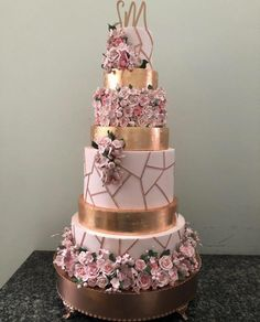 Gold Quinceanera Cake Credit: Are you having a rose gold quince? Check out our planning article for more rose gold cake inspiration! Big Wedding Cakes, Wedding Cake Roses, Beautiful Wedding Cakes, Wedding Cake Designs, Beautiful Cakes, Wedding Ideas, Rosegold Wedding Cake, Rose Gold Wedding Dress, Floral Wedding