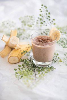 Banaani-suklaapirtelö on koko perheen makuun. Baking Recipes, Mousse, Healthy Life, Smoothie, Panna Cotta, Good Food, Food And Drink, Drinks, Breakfast