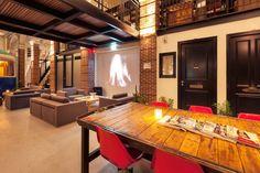 Необычный отель под названием Hotel Not Hotel расположился в Амстердаме, Нидерланды