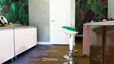 """Assista ao oitavo episódio da série """"PROJETO CRIATIVO""""! A Imprimax forneceu espaço e materiais para que arquitetos e designers de interiores esbanjassem toda a sua criatividade, mostrando as possibilidades da utilização de vinis autoadesivos na decoração de ambientes. Confira agora o resultado incrível e conceitual que a design de interiores Gabriela Dutra criou. Designers, Cabinet, Storage, Furniture, Home Decor, Vinyls, Architects, Creative, Creativity"""
