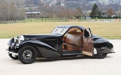Une Bugatti Type 57 Atalante de 1935 à la Villa Erba.
