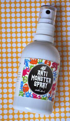 Anti-Monster-Spray von StadtLandKind. www.stadtlandkind.ch Monster Spray, Spray Bottle, Cleaning Supplies, Fun Stuff, Halloween, Packaging, Fun Things, Cleaning Agent, Spooky Halloween