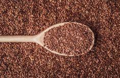 Jeho zdravotné prínosy poznajú v ázijských krajinách už stovky rokov, napriek tomu sa u nás stále považuje za nový trend v stravovaní. Pritom je škoda, nezaradiť ľanové semienka do svojho jedálneho lístka. Čo je na tejto superpotravine vlastne také úžasné?