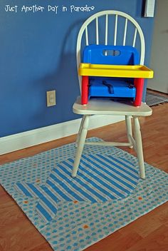 """Highchair drop cloth """"splat mat"""" tutorial using inexpensive vinyl tablecloths. Super easy to customize. Sewing For Kids, Baby Sewing, Diy For Kids, Sew Baby, Baby Baby, High Chair Mat, Chair Mats, High Chairs, Chair Cushions"""