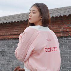 "2019 FW ""Soul Full of Andar"" Collection Sea Wallpaper, Kpop Aesthetic, Aesthetic Pastel, New Girl, Me As A Girlfriend, South Korean Girls, Girl Crushes, Kpop Girls, Girl Group"