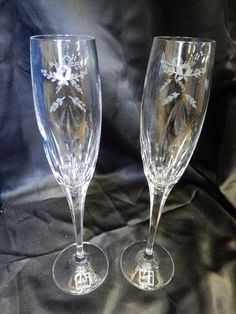 MIKASA WEDDING / VALENTINE CHAMPAGNE FLUTES, PAIR OF MATCHING ETCHED GLASSES