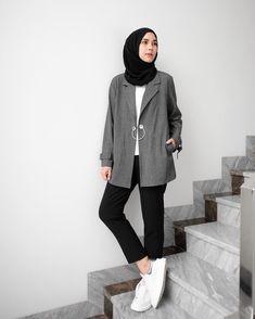 Pin by Mawarni Permadi Putri on Hijab style outfits … – Hijab Fashion 2020 Modern Hijab Fashion, Street Hijab Fashion, Tokyo Street Fashion, Hijab Fashion Inspiration, Muslim Fashion, Hijab Street Styles, Hijab Styles, Fashion Men, Fall Fashion