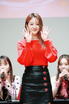 Kpop Girl Groups, Korean Girl Groups, Kpop Girls, Cute Girls, Cool Girl, Yeosu, Pop Group, South Korean Girls, Yuri