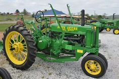 john deere B round spokes Unstyled with two way plow