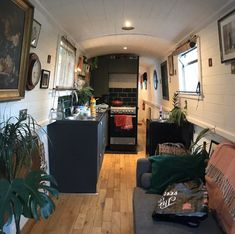 Bus Living, Tiny House Living, Canal Boat Interior, Canal Barge, Narrowboat Interiors, Houseboat Ideas, Houseboat Living, Boat Decor, Boat Projects