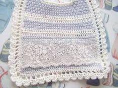 Resultado de imagen de baberos ganchillo Crochet Top, Blanket, Women, Fashion, Ganchillo, Pretty, Blankets, Women's, La Mode