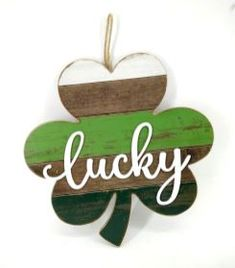 St Patrick s Day Wall Decor - Lucky St Patrick's Day Crafts, Holiday Crafts, Holiday Fun, Crafts For Kids, Holiday Decor, Teen Crafts, Craft Day, Holiday Ideas, St. Patrick's Day