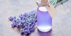 Zbavte se nehtové mykózy jednou pro vždy pomocí přírodních prostředků • Styl / inStory.cz Tea Tree Oil, Glass Vase, Tee Tree Oil