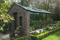 garten pflanzen Terrific Free of Charge english garden trees Concepts Gardener continues to be one of the best passion for so long as I could remember. As soon as I had been 10 yea. Greenhouse Shed, Indoor Greenhouse, Greenhouse Gardening, Greenhouse Wedding, Greenhouse Attached To House, Miniature Greenhouse, Gardening Shoes, Small Greenhouse, Gardening Supplies