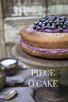 Blueberry naked cake. http://www.jotainmaukasta.fi/2015/08/26/mustikkataytekakku/