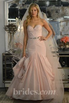 LOVE the way this gown reminds me of Marilyn... A very flirty look!
