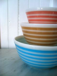 "These are the ""Rainbow Stripe"" vintage pyrex mixing bowls from the Would look nice with a retro tablecloth! Vintage Pyrex Dishes, Vintage Dishware, Vintage Bowls, Vintage China, Vintage Kitchen, Pyrex Mixing Bowls, Pyrex Bowls, Indigo, Nesting Bowls"