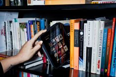 People Who Use E-Readers Dive Far Deeper Into Books - A new survey by UK charity Quick Reads indicates that adult readers tend to read more & stick with books longer if they're using an e-reader. New York Times, James Murray, Julia Kristeva, Amazon E Books, Amazon Kindle, Saint Simon, Software, Love Reading, Reading Books