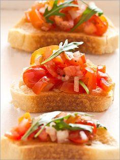 Bruschetta aus Tomaten und Rucola - Edith Albuschat