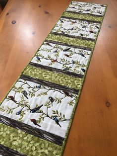 Table Runner with Birds and Leaves Cardinals, Blue Jays and Chickadees – Patchwork Mountain Table Runner And Placemats, Quilted Table Runner Patterns, Quilted Table Runners Christmas, Modern Placemats, Christmas Tables, Traditional Artwork, Handmade Table, Tablerunners, Table Toppers