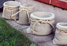 concrete planters look like burlap pouches . A tutorial for making concrete bags! concrete planters look like burlap pouches . A tutorial for making concrete bags!concrete planters: looks like cloth grain sacks with hemp rope and everything. Cement Art, Concrete Crafts, Concrete Projects, Concrete Design, Diy Concrete Planters, Planters Flowers, Diy Cement Planters, Beton Design, Garden Planters