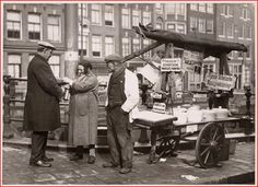 1935 - 1940. Pickeled food vendor at the Groenburgwal??? In Amsterdam. #amsterdam #1940 #Groenburgwal