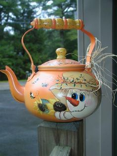 Sweet Scarecrow, sure to bring a Smile! Snowman Crafts, Fall Crafts, Halloween Crafts, Decoupage, Pintura Country, Pot Lids, Country Paintings, Milk Cans, Teapots And Cups