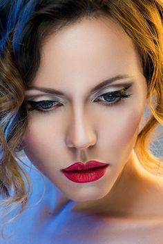 Fotografía y retoque: Alberto Zaldivar Make-up: Lena Tanevska Modelo: Elena Milevskaya Beauty & Fashion Beauty Shoot, Red Lips, Fashion Beauty, Make Up, Lady, Lovely Eyes, Beautiful, Photograph, Lipstick