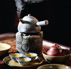 Japanese Tea and Teapot / Tè e Teiera Giapponese (it looks like a dalek) Momento Cafe, Chocolate Cafe, Tea Culture, Japanese Tea Ceremony, Tea Ceremony Japan, Cuppa Tea, Chinese Tea, Chinese Style, Tea Art