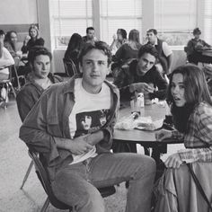 freaks & geeks... Jason Segel, Seth Rogen, James Franco and Linda Cardellini.