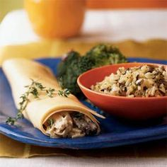 Creamy Chicken and Mushroom Crepes - Who doesn't love rotisserie chicken? Get dinner on the table in no time with these easy rotisserie chicken recipes. Easy Chicken Recipes, Dog Food Recipes, Easy Recipes, Light Recipes, Recipes Dinner, Turkey Recipes, Food Tips, Dinner Ideas, Healthy Stuffed Chicken Breast