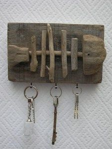 38 Magical hangers from driftwood Beach Crafts, Diy And Crafts, Driftwood Fish, Deco Marine, Driftwood Projects, Sticks And Stones, Mother's Day Diy, Fish Art, Nature Crafts