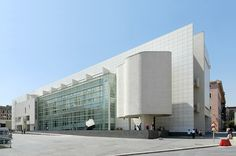 MACBA - Richard Meier Copyright © Liao Yusheng. Email liao@yusheng.ca if you wish to license this photograph.