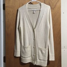 Boyfriend sweater by Mudd NWOT Boyfriend sweater with pockets. Too long for me. Very soft but heavy enough to keep you warm! Mudd Sweaters Cardigans