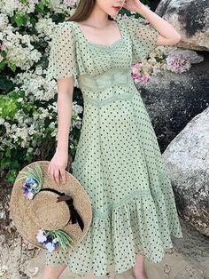990 2 New Brand Korea Detail Dress Summer Colour original Size varithorn sretsis vickteerut kloset milin Green Lace, Summer Colors, Chiffon Dress, Short Sleeve Dresses, Butterfly, Brand New, Summer Dresses, Sleeves, Korea