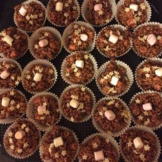 Chocolate rice crispy cakes with a mallow surprise