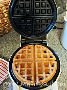 Spelt Waffles 1 c spelt 1 c white whole wheat Heavy on cinnamon Rest as directed Spelt Bread, Spelt Flour, Pancakes And Waffles, Paleo Flour, Tigernut Flour, Rye Flour, Buttermilk Pancakes, Waffle Recipes, Coconut Flour